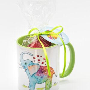 Tasse mit Glücksherzen